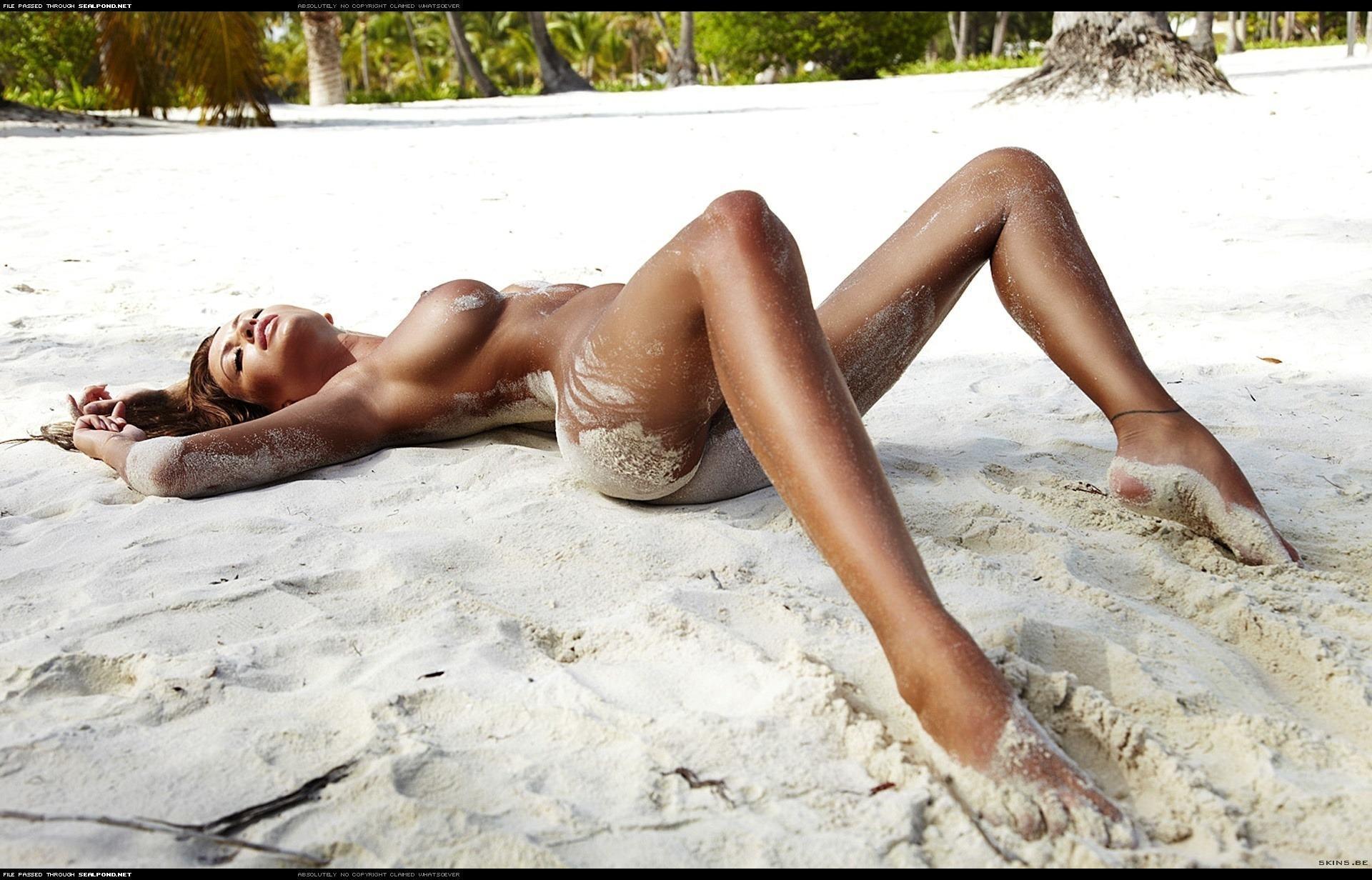 Раздел девушку на пляже 5 фотография