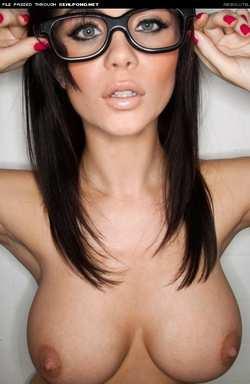голые девушки в очках фото