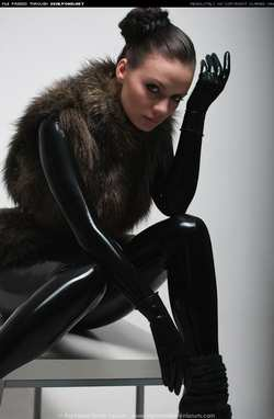 Image #23090 (fetish): fur, latex, valerie tramell