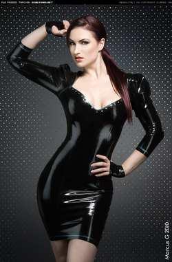 О черном костюме.